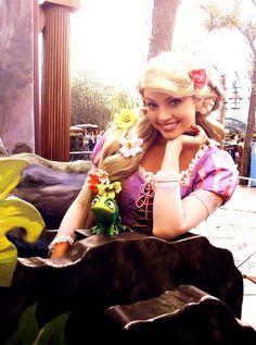 Ahhhh i love Rapunzel :)