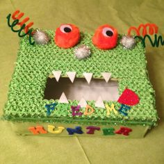 Valentine box for boys Valentine Day Boxes, My Funny Valentine, Valentines For Boys, Holiday Crafts, Holiday Fun, Holiday Ideas, Crafts To Do, Diy Crafts, Minion Birthday