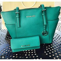 Buy Exclusive Michael Kors Handbags ! Great International Shipping Rates.#Michael #Kors #Handbags
