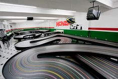 The monza autorama opened its doors for the first time in monza offers three routed wood tracks including a blue king and a monza road course. Slot Car Racing, Slot Car Tracks, Slot Cars, Race Cars, Race Tracks, Healthy Work Snacks, Super Healthy Recipes, Machine Video, Slot Machine