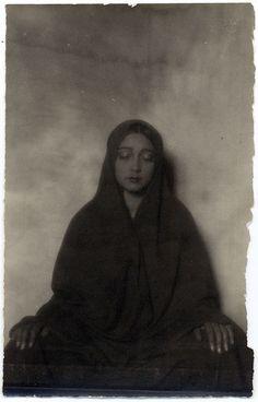 Tina Modotti, Rosa Covarrubias con rebozo