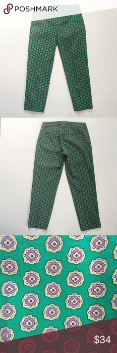 """J. Crew Factory Printed Skimmer Pants Cotton with a hint of stretch. Sits just above hip. Fitted through the hip and thigh; with a straight, cropped leg. Inseam is approx. 25 1/2"""". Front has 2 (usable) pockets; back has 2-welt pockets that are sewn shut. Zipper fly with 2 hook-bar closures and 1-button closure. Materials: 98% Cotton, 2% Spandex. In good, pre-owned condition. ❌NO TRADES❌NO PAYPAL❌ J. Crew Factory Pants Ankle & Cropped"""