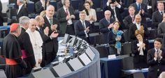 Lebhafter Beifall der Abgeordneten im Europäischen Parlament für Papst Franziskus nach seiner Rede vor dem Plenum (Foto: European Union 2014 - European Parliament)