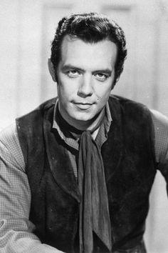 Pernell Roberts fue un actor y cantante estadounidense. Fue hijo único de Pernell y Betty Roberts y el último actor principal de la serie Bonanza en fallecer.