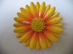 STUNNING VINTAGE ESTATE YELLOW ORANGE ENAMEL FLOWER BROOCH! LOT 3301E