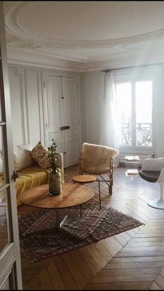 Parisian / Living Room