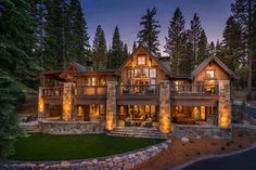 Rustic mountain home in Tahoe offers sophisticated style and warmth This rustic mountain home was designed by RCP Construction along with Sarah Jones Design, located in Martis Camp, Truckee, California. Mountain Home Exterior, Modern Mountain Home, Mountain House Plans, Dream House Exterior, Mountain Homes, Interior Exterior, Exterior Design, Exterior Homes, Living Pool
