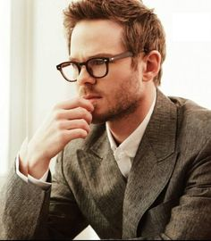 Shawn Ashmore in geeky glasses. I'm so done.