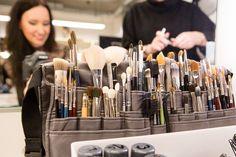 THE One Grand Show - Backstage und Hinter-den-Kulissen - Vorbereitungen für die Revue-Show, Tanzen und Ballett, Artistik und Proben, Orchester und Maske, Makeup,