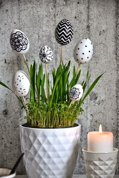 45 Next-Level Easter Eggs Decoration Ideas and Projects - Hercottage Diy Easter Decorations, Decoration Table, Decoration Restaurant, Egg Crafts, Easter Crafts, Easter Table, Easter Eggs, Diy Osterschmuck, Easter Flowers