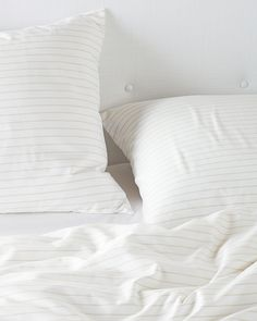 Discover luxury duvet covers and shams from Serena & Lily and find the perfect bedding for your master and guest bedrooms. Minimalist Bed, Minimalist Home Decor, Minimalist Lifestyle, Luxury Duvet Covers, Luxury Bedding Sets, Serene Bedroom, Master Bedroom, Beautiful Bedrooms, D House