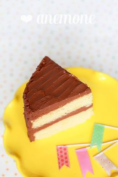 Yellow cake con frosting al cioccolato e panna acida ]