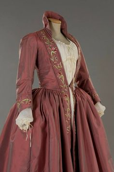 Costume designed by Nicoletta Ercole for Anna Galiena in 3 From Tirelli Costumi 18th Century Dress, 18th Century Fashion, Vintage Gowns, Vintage Outfits, Vintage Fashion, Vintage Hats, Historical Costume, Historical Clothing, Elisabeth I