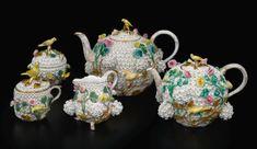 Antique Meissen 'Schneeballen' part tea service - teapot - applied white flowers w/ bird finials, late century Coffee Service, Tea Service, Tea Pot Set, Tea Sets, Tea Cozy, China Sets, Coffee Set, Vintage Tea, Vintage China