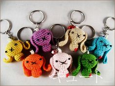 Crochet amigurumi keychain 'love bunny' van KyuutoCrochet op Etsy, €7,00
