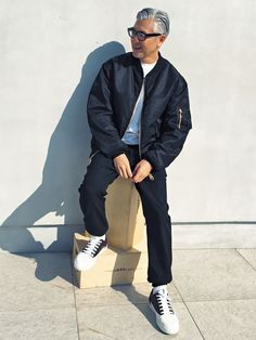 Day2 Jacket,Pants,Shoes_MARNI Knit_AMI ALEXANDRE MATTIUSSI 新しい事務所の内装の打ち合わせで建築ユニット「51%」の事務所へ。この日はマルニ中心で、トーンの異なる […]