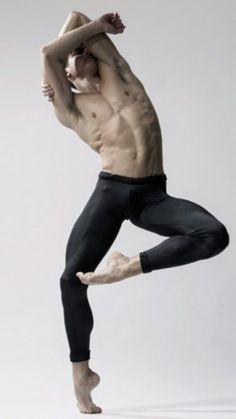 Ballerino: Rhys Kosakowski dancer with Houston Ballet Photographed by Gerardo Vizmanos Action Pose Reference, Human Poses Reference, Pose Reference Photo, Action Poses, Male Ballet Dancers, Ballet Poses, Dance Poses, Art Poses, Poses Silhouette