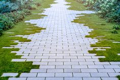 garden path ideas are awesome! I found some great inspiration for the new gravel walkway with stepping stones I want to install in my front yard. But there's also great ideas for brick wooden mulch grass stone and flagstone paths and walkways. Gravel Walkway, Brick Pathway, Gravel Garden, Walkway Garden, Front Walkway, Outdoor Walkway, Grass Pavers, Brick Garden, Flagstone Paving
