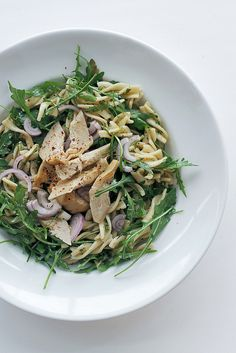 Salad: artichokes, rocket and red onions pasta