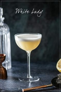 Classic Gin Cocktails, Gin Cocktail Recipes, Alcohol Drink Recipes, Cocktail Drinks, Gin Lemon Cocktail, Lemon Cocktails, White Cocktails, Party Drinks, Paper Plane Cocktail