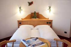 The 12 rooms of the Hotel Garni Laura, kept with care, create a relaxing atmosphere and are furnished in the typical mountain style with fir-tree wood.