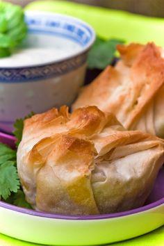 Indische Teigtaschen vegetarisch gefüllt Ich mag die indische Küche sehr, wie schon der letzte Beitrag vermuten lässt. Vor allem die indischen Gewürze haben es mir angetan, die traditionell frisch ...