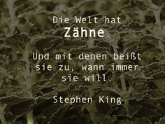 Die #Welt hat #Zähne. Und mit denen beißt sie zu, wann immer sie will. Stephen #King #Gefahr #Zitat #quote #printables