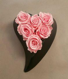 Κάντε ένα όμορφο δώρο αγάπης στο έτερον ήμισυ. Οι ερωτευμένοι γιορτάζουν με λουλούδια του Αγίου Βαλεντίνου. Στείλτε εντυπωσιακά λουλούδια στον Βαλεντίνο ή την Βαλεντίνο σας με αυθημερόν παράδοση στην Αθήνα.
