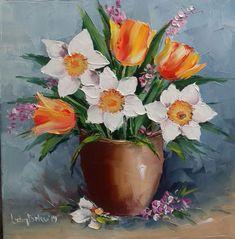 """Fiindcă ne plac combinațiile 🤭 iar lalele simple, precum și narcise simple aveam, am zis să facem o astfel de combinație și a ieșit """"puiuțul"""" acesta ☺️ Flower Art, Tulips, Hand Carved, Carving, Simple, Artwork, Flowers, Plants, Paintings"""
