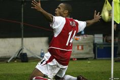 November Henry scores in the San Siro as Arsenal hammer Inter Milan Arsenal Fc, Sport Football, Soccer, Fabien Barthez, Thierry Henry Arsenal, Face Former, Arsenal Wallpapers, Sports, Futbol