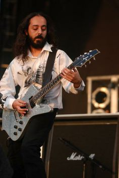 System of a down, Daron Malakian, Reading Festival 2003 - I only really went to see these! John Dolmayan, Reading Festival, System Of A Down, Rockn Roll, Ibanez, Music Artists, Heavy Metal, Daron Malakian, Axe