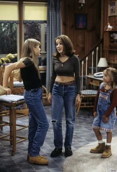 Outfits ideas & inspiration : 11 'Full House' Outfits That Still Look Cool Today, So Prepare To Take Notes — PHOTOS 11 'Full House' Outfits That Still Look Cool Today, So Fashion 90s, Tokyo Street Fashion, Grunge Fashion, Look Fashion, Fashion Outfits, Fashion Trends, Black 90s Fashion, Fashion Photo, Fashion Women