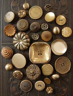I love looking at gold buttons! Button Art, Button Crafts, Metal Buttons, Vintage Buttons, Sewing Notions, Sewing A Button, Haberdashery, Vintage Sewing, Vintage Metal
