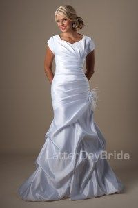Affordable modest wedding dress. $550