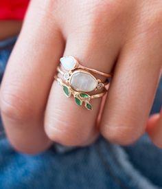 Unique yet timeless jewelry - Diy Jewelry Projects - Jewellery Jewelry Box, Jewelry Accessories, Fine Jewelry, Jewelry Design, Jewlery, Cheap Jewelry, Jewelry Holder, Women's Jewelry, Luxury Jewelry