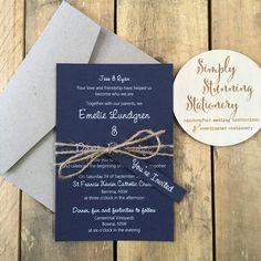 Invitaciones de boda azul marino y blanco por StunningStationery