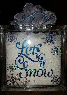 Let it snow! Glass block More block craft ideas Painted Glass Blocks, Decorative Glass Blocks, Lighted Glass Blocks, Christmas Glass Blocks, Teal Christmas, Christmas Signs, Glass Cube, Glass Boxes, Christmas Projects