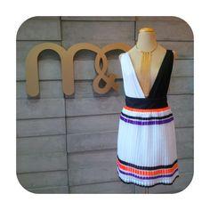 Look m&m elegante, body + falda plisada #diseñovenezolano #diseñovenezolanomm #moda #bodys #accesorios #mm #mmferiadiseño #sanignacio #lecheria