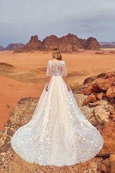 Oksana Mukha : Jadice I don't necessarily like the sleeves but the rest is gorgeous!!
