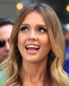 Jessica Alba Hair. She is so pretty! :)