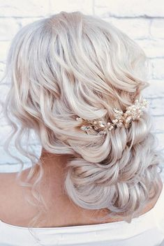 Side braids, updos, voluminous hairstyles are extremely trendy this year for dif… - Wedding Hair Styles Braided Bun Hairstyles, Braided Updo, Easy Hairstyles, Prom Hairstyles, Hairstyle Ideas, Fancy Braids, Side Braids, Marcel Styles, Bridal Hair