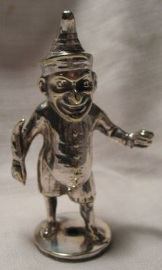 Punch from Punch and Judy fame in the form of a hood ornament holding a quill pen in one hand and an inkwell in the other Vintage Cars, Antique Cars, Car Bonnet, Car Hood Ornaments, Punch And Judy, Car Logos, Metal Working, Classic Cars, Sculpture