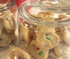 Baked Holiday Treats: Shortbread Cookies // House & Home Online TV Shortbread Cookies, No Bake Cookies, Holiday Cookies, Holiday Desserts, Holiday Treats, Holiday Decorations, Christmas Recipes, Diy Christmas, Holiday Recipes