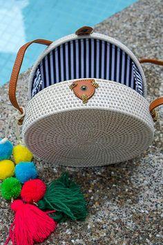 Runde Bali Rattan Tasche mit Quasten weiß