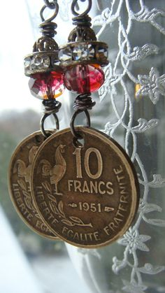 Vintage 1951 French Coin 10 Franc Earrings por CobwebPalace en Etsy, $29.00