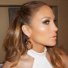 If there's one celebrity who's inspired us to take our highlighting game to new heights, it's Jennifer Lopez. Jlo Makeup, Beauty Makeup, Hair Makeup, Hair Beauty, Makeup Fail, Permanent Facial Hair Removal, Permanent Makeup, Beauty Secrets, Beauty Hacks