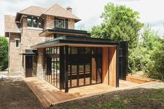 Rehabilitation and extensification - Wood Decora la Maison Architecture Extension, Architecture Old, Futuristic Architecture, Glass Extension, Rear Extension, Facade Design, House Design, Herringbone Wooden Floors, Sandstone Wall