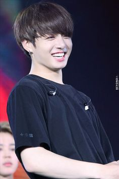 Image discovered by ⊱ мᴏᴏɴʟιɢнт ⊰. Find images and videos about kpop, bts and jungkook on We Heart It - the app to get lost in what you love. Foto Jungkook, Foto Bts, Maknae Of Bts, Jungkook Cute, Jungkook Oppa, Bts Bangtan Boy, Jungkook 2017, Taehyung Smile, Jung Kook