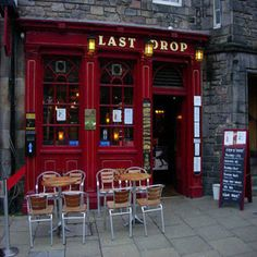 How pub and restaurant owners in Scotland are engaging with visitors before they arrive - Last Drop, Grassmarket, #Edinburgh - ideas for your business too!