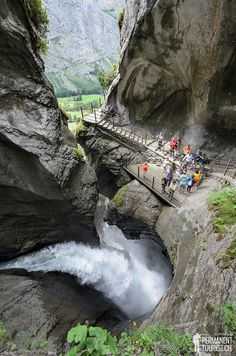 Trümmelbach Falls, Lauterbrunnen, Switzerland en dat is prachtig om te zien Places Around The World, The Places Youll Go, Places To See, Around The Worlds, Voyage Europe, Photos Voyages, Adventure Is Out There, Dream Vacations, Travel Around